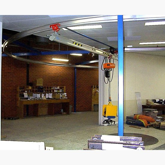 Freestanding curved gantry crane with electric chain hoist