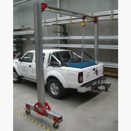 Mobitrac portable gallows putting load into ute tray