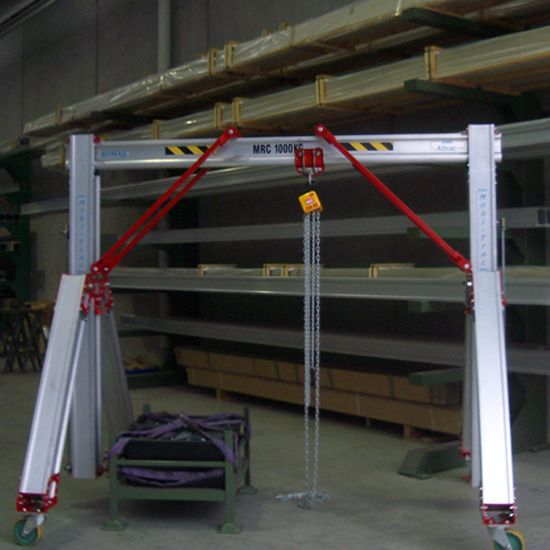 Mobitrac dynamic adjustable crane at lowest setting