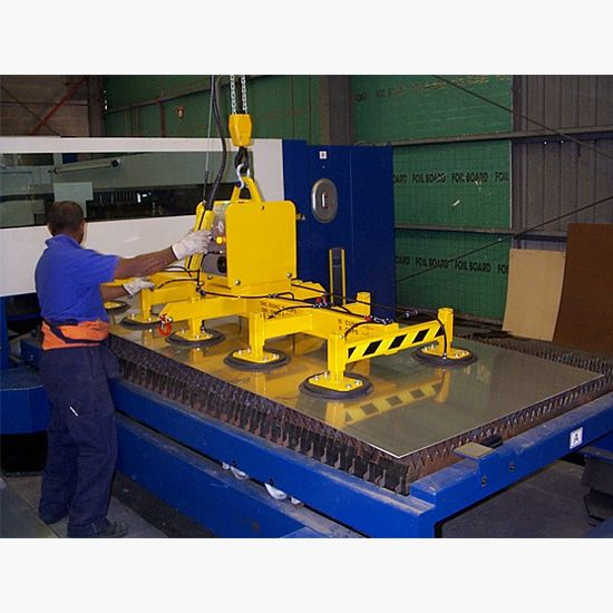 Vacuum lifter for sheet metal