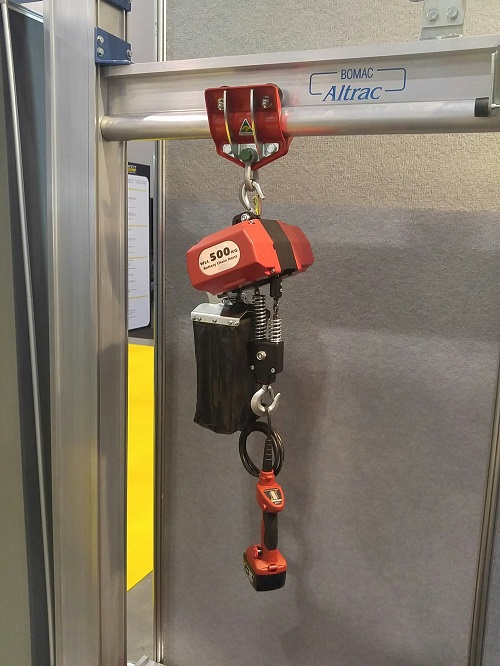 Battery powered electric chain hoist with pendant control