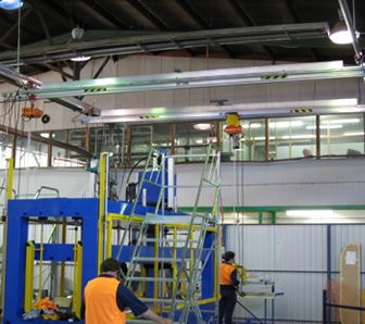 Double cross travel aluminium gantry crane in manufacturing plant