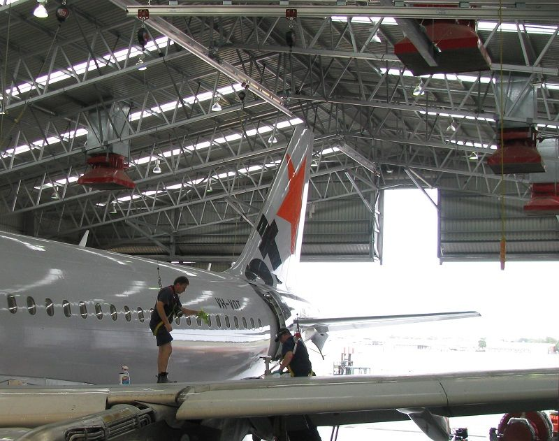 Rope access safety system for maintenance of airplanes